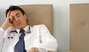 уставший врач